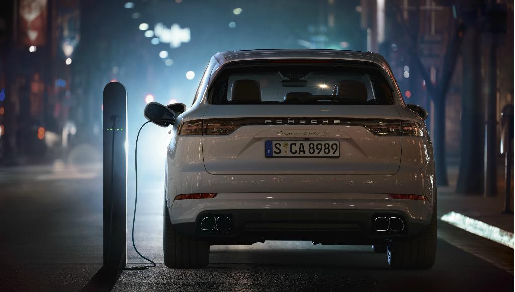 Porsche Cayenne mais potente aposta no conceito híbrido <em>plug-in</em>