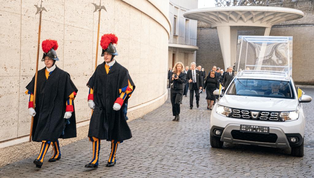"Dacia Duster 4×4 também já é ""Papamóvel"""