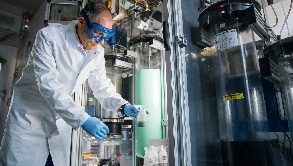 BASF investe em materiais para baterias de veículos elétricos