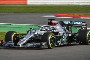 Axalta celebra contrato com equipa Formula One Mercedes-AMG Petronas