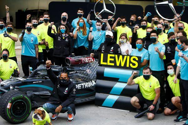 11 - Axalta-felicita-Mercedes-AMG